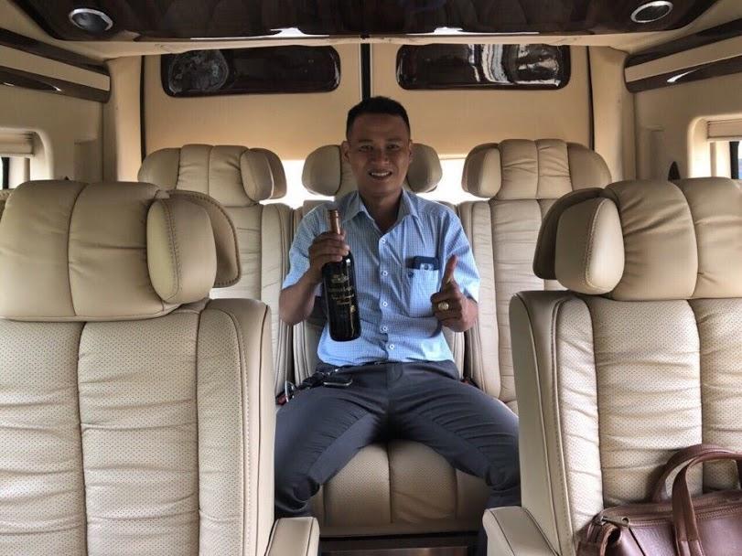 Cho thuê xe Limousine Dcar với Nội thất ghế da rộng rãi