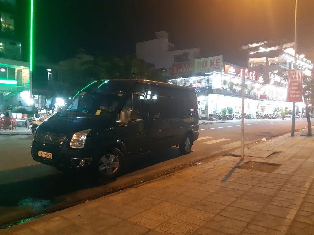 Xe Phi Loan phục vụ khách tại bờ kè hải sản Nha Trang