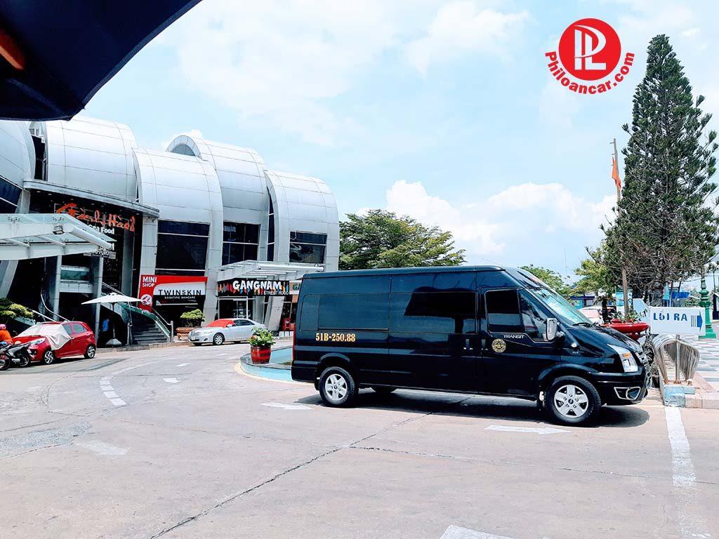 Xe phục vụ khách ăn trưa tại Gành Hào