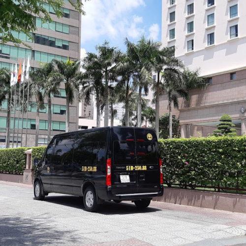 Thuê xe 16 chỗ tham quan TPHCM