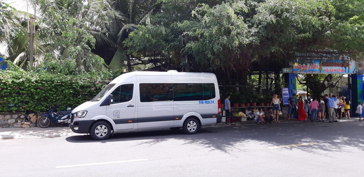 Thuê xe 16 chỗ Hyundai Solati đi Vũng Tàu