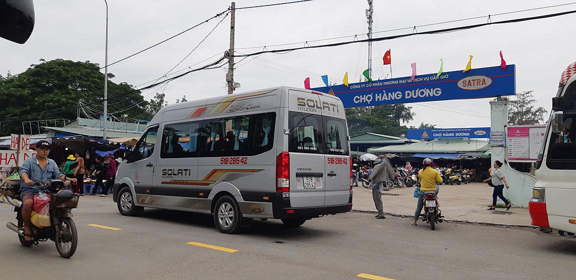 Hyundai Solati 16 chỗ phục vụ khách tại Biển Cần Giờ