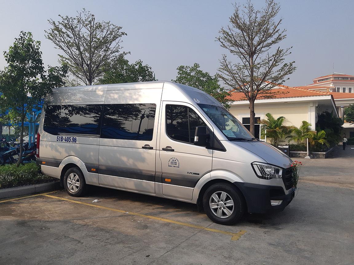 Hyundai Solati phục vụ khách đánh golf Tân Sơn Nhất