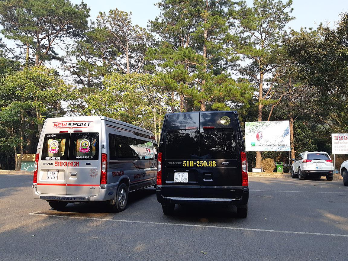 Xe Phi Loan 16 chỗ phục vụ khách tại Thác Datanla Đà Lạt