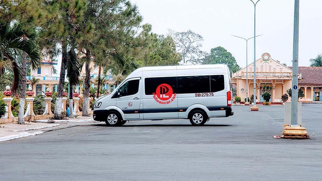 Thuê xe 16 chỗ đời mới Hyundai Solati đi Núi Bà Đen Tây Ninh