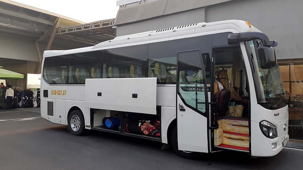 Cho thuê xe 29 chỗ Thaco Town đời mới về quê ăn Tết