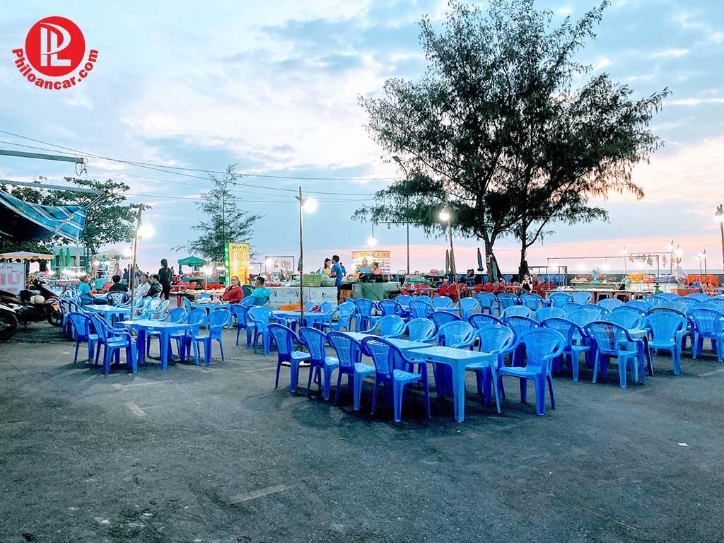 Quán hản sản đêm sát biển tại Bãi Tắm Dinh Cô