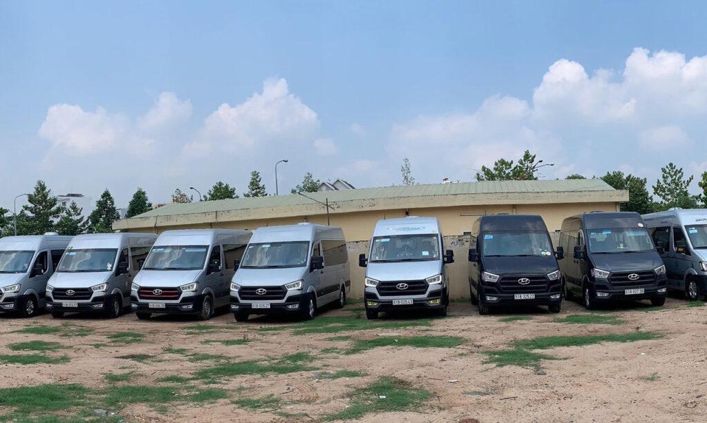 Thuê xe du lịch 16 chỗ cao cấp Hyundai Solati về quê ăn Tết