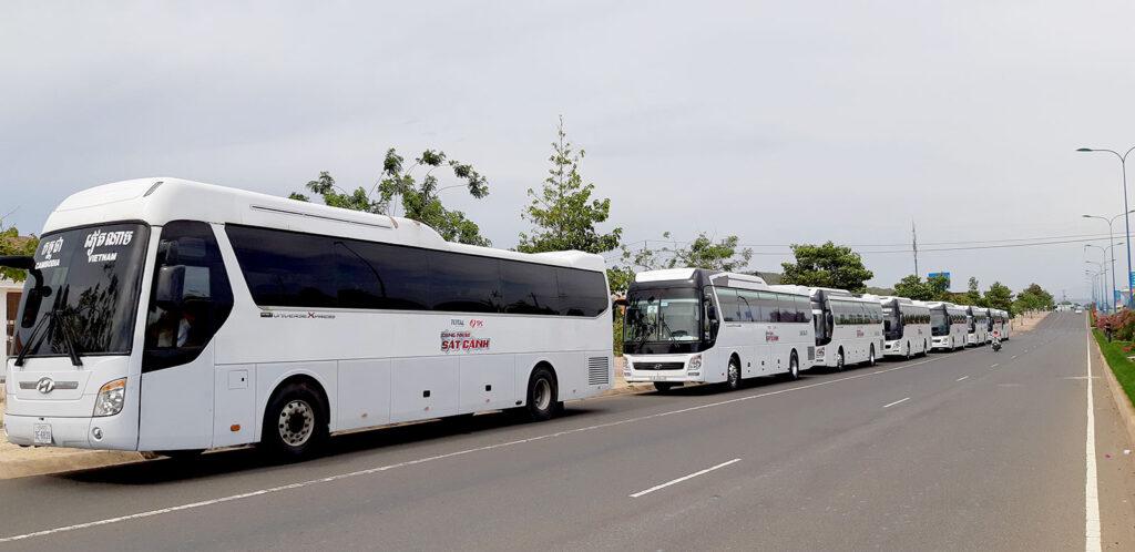 Đội xe Hyundai Universe đời mới phục vụ sẵn sàng nhu cầu Thuê xe du lịch về quê ăn Tết của quý khách
