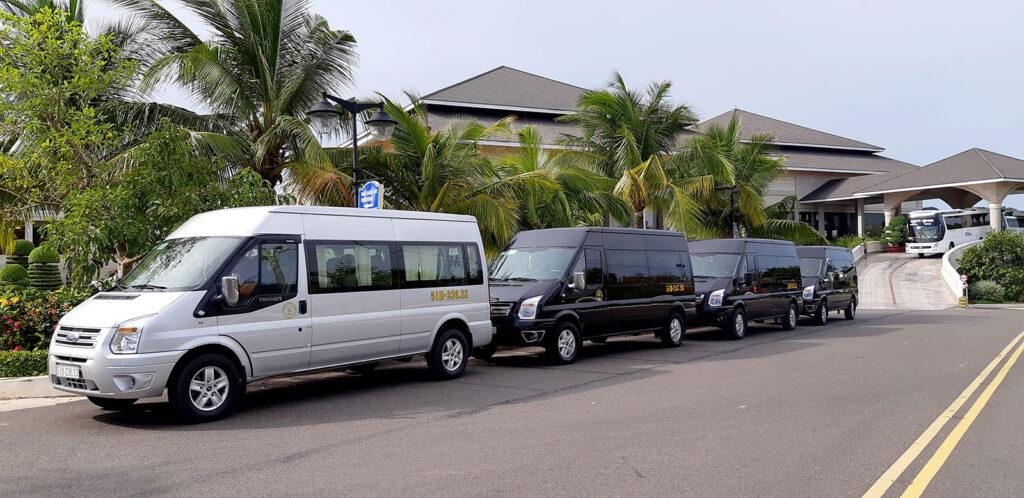 Thuê xe du lịch 16 chỗ cao cấp Ford Transit Luxury về quê ăn Tết