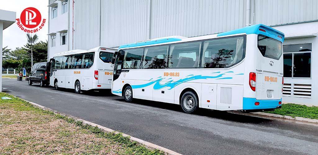 Cho thuê xe 29 chỗ Thaco Town hợp đồng dài hạn theo tháng đưa đón CBNV