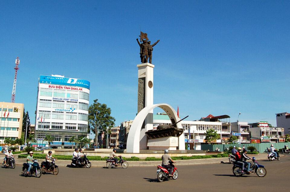 Thuê xe 16-29-45 chỗ đi Đắk Lắk tại TPHCM